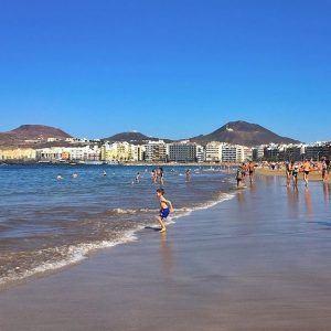 Playa de Las Canteras on 3 km pitkä ranta Las Palmasissa. Gran Canarian rannat ovat siistejä ja hyvin hoidettuja.