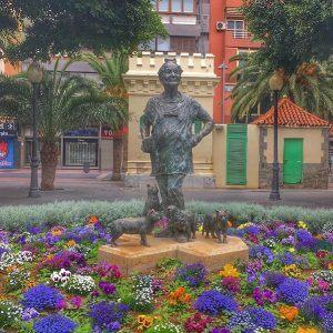 Lolita Pluma. Patsas on nähtävyys Las Palmasissa.