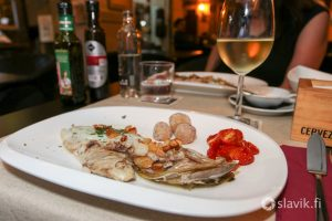 Hyvä kalaravintola Las Palmas, 410 Food & Drinks