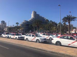 Playa del Inglesissä taksit ovat punakattoisia.