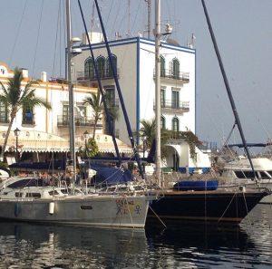 Moganin satamasta pääsee veneellä Puerto Ricoon ja Arguineguiniin.