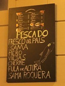 Paikallista kanarialaista kalaa Las Palmasissa