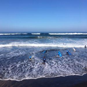 Surffaajia La Cicer -rannalla Las Palmasissa